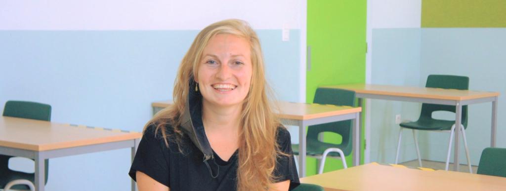 MO-leerkracht Petia in leslokaal